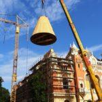 S-a montat turnul principal al Palatului Episcopal Greco-Catolic din Piata Unirii (FOTO)