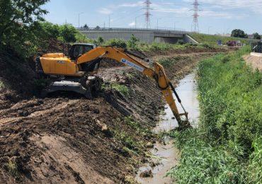 ABA Crisuri continua procesul de decolmatare a paraurilor si raurilor din judet, dupa ploile abundente din ultima perioada
