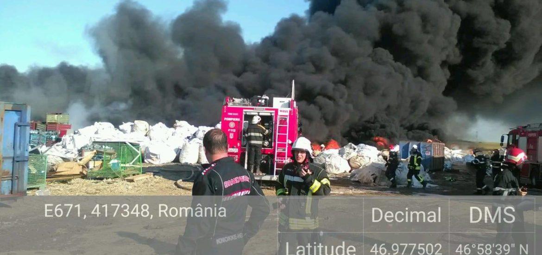 Peste 60 de pompieri si zece masini cu spuma si apa au actionat, timp de 2 ore, la stingerea incendiului din Nojorid.