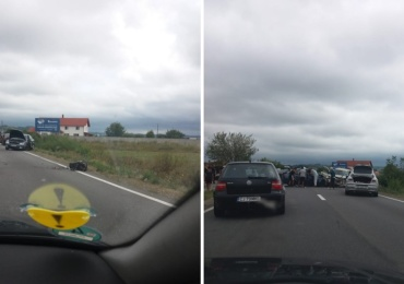 Accident grav la intrare in Tileagd, trei masini implicate si doua persoane se afla in stare grava