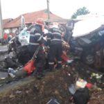 Accident extrem de grav in Uileacu de Cris, judetul Bihor. Doi morti si 6 persoane in stare foarte grava, dupa ce un microbuz a intrat in coliziune cu un TIR