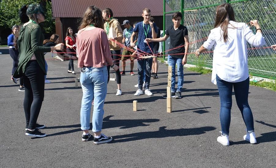 Holcim România si fundatia LEADERS sprijina tinerii oradenii din programul Leaders Explore