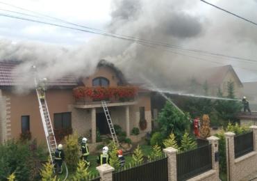20 de pompieri au actionat astazi, in Santandrei, pentru a stinge un incendiu la o casa de pe strada Caprioarei