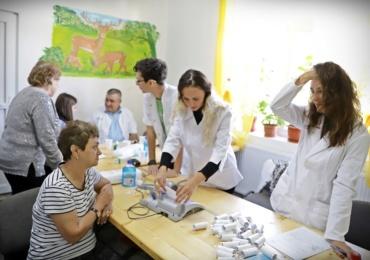"""Testari gratuite pentru depistarea cancerului de san – Caravana """"Nu am facut destul"""" ajunge in Bihor"""