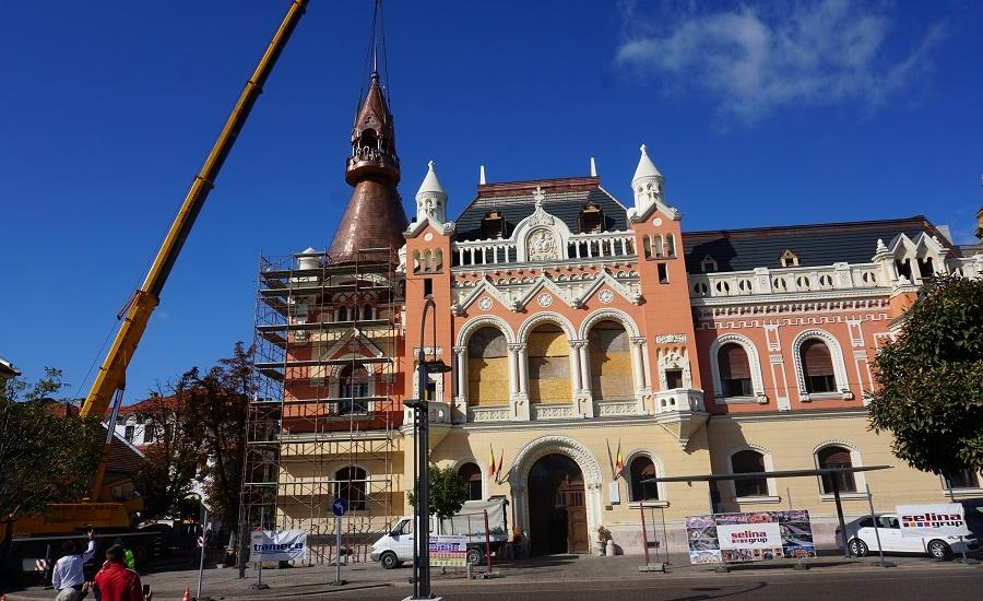 A fost montată partea superioară a turnului principal al Palatului Episcopal Greco-Catolic