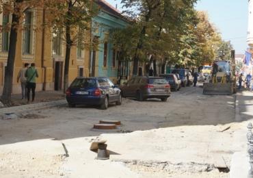 Strada Mihai Eminescu intra in reparatii capitale. Rigole de scurgere a apelor pluviale, trotuare si refacerea asfaltului