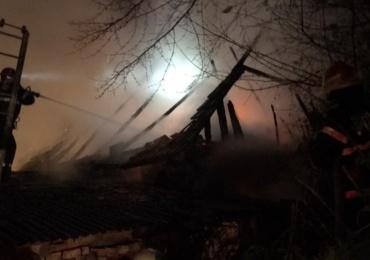 Incendiu la o gospodarie din judetul Bihor. Au ars doua constructii auxiliare