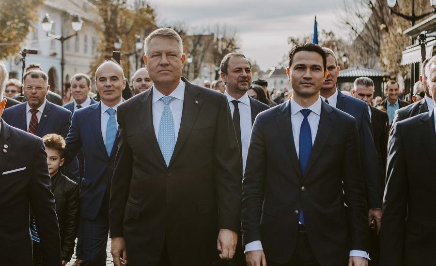 Klaus Iohannis, în dialog cu cetățenii: Nimeni nu a reușit să-i îngenuncheze pe români și PSD în veci pururi nu va reuși