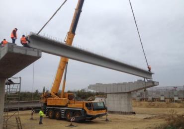 A inceput montarea grinzilor la viaductul urban ce va lega drumul expres de DN19 (VIDEO)