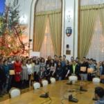 În prag de Sărbători, femeile liberale din Oradea au premiat 30 de elevi cu rezultate bune la învățătură