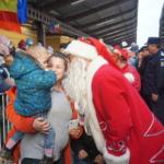 Mos Craciun a sosit astazi la Oradea. Sute de copii l-au asteptat in Gara Oradea (FOTO)