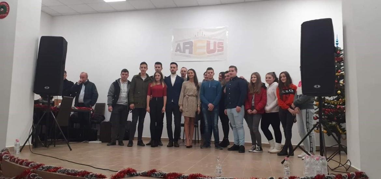 40 de familii de la poalele munților Apuseni vor primi pachete de Craciun, in urma unei actiuni caritabile desfasurate de AREUS