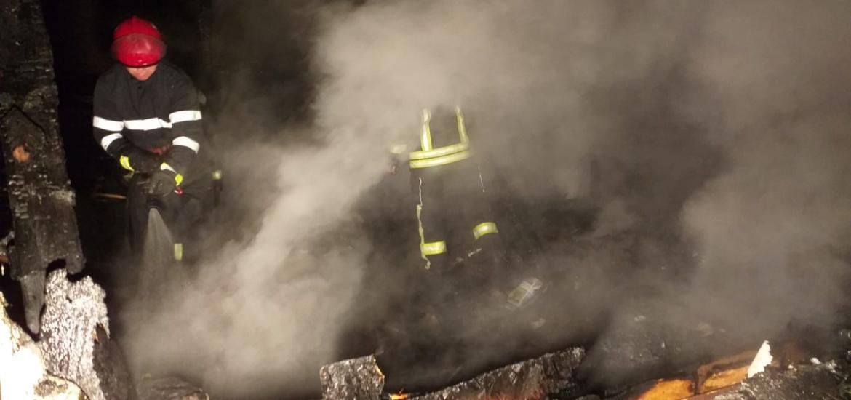 Incendiu puternic in Oradea la o locuinta de pe Titu Maiorescu. Un barbat a fost surprins de flacari si s-a ales cu arsuri de gradul I si II