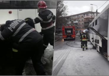 Un autobuz cu calatori a luat foc in Piata 22 Decembrie din Oradea