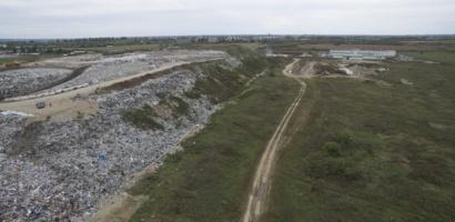 Depozitul de deseuri de langa Episcopia Bihor va fi inchis. Bolojan: până anul viitor zona depozitelor va fi complet închisă