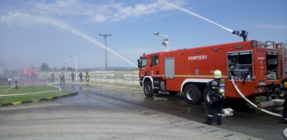 Exercitii tactice ale ISU Crisana, in teren, la un liceu si o firma din Parcul Industrial Oradea