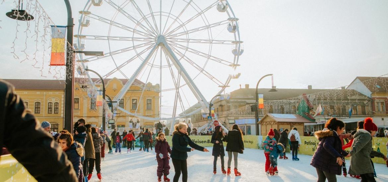 Copiii din clasele primare si cei din centrul de plasament se pot da GRATIS astazi, cu Roata Carusel din Oradea