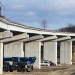S-au montat ultimele grinzi la viaductul de pe prelungirea drumului expres