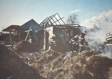 Incendiu violent la o locuinta din Valea lui Mihai