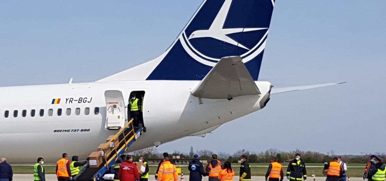 Doua Boeinguri 737 aduc la Oradea 20 de tone de echipamente si materiale sanitare, cumparate din China