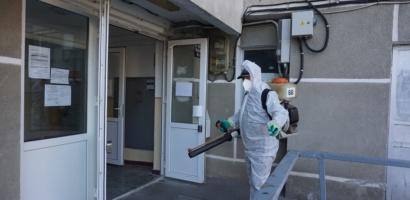 Primaria Oradea a inceput dezinfectia celor aproximativ 2700 de scari de bloc din oras