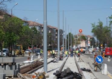 Lucrarile la noua linie de tramvai din Oradea avanseaza. Se muta stalpii de inalta tensiune, iar din 20 martie se redeschide podul de la Universitate