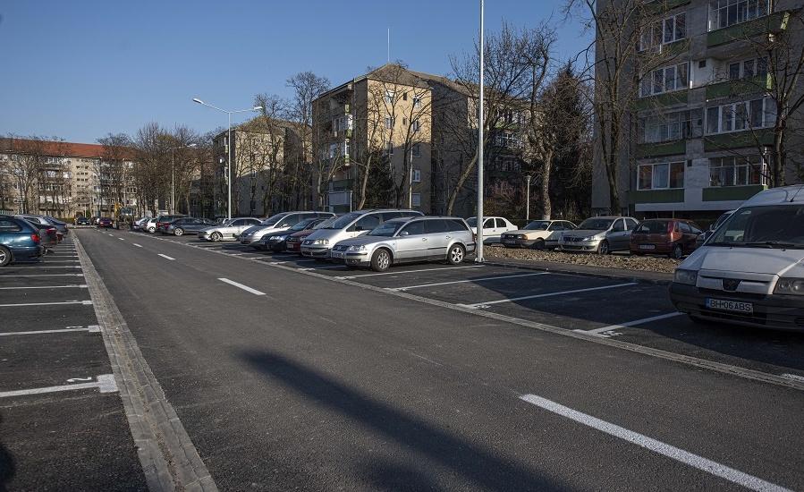 """150 de locuri de parcare au luat locul a 30 de garaje in zona Scolii gimnaziale """"Dimitrie Cantemir"""" din Oradea"""