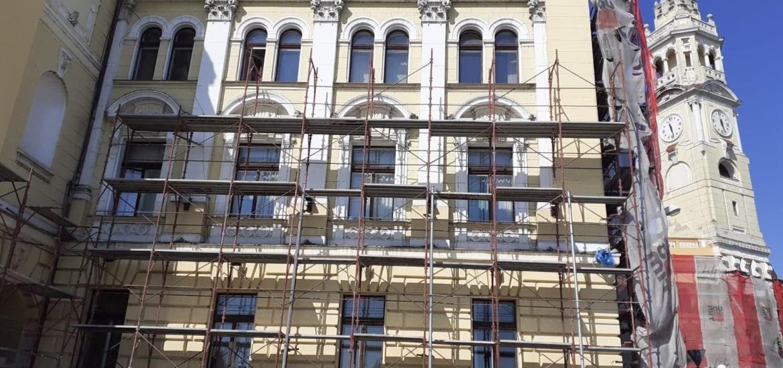 Faţada dinspre Criş a clădirii Primăriei a fost renovată, urmează cea dinspre Piața Unirii