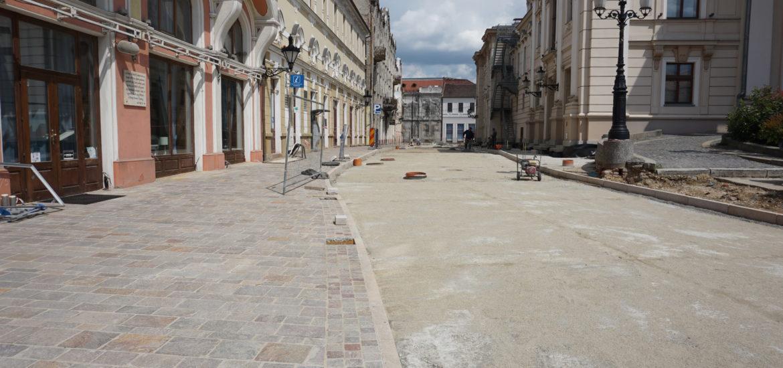 Continua lucrarile de amenajare la Piata Ferdinand si strada Aurel Lazar din Oradea.