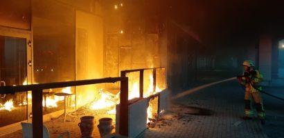 Incendiu cauzat de o tigara nestinsa la terasa unei cafenele din Lotus.