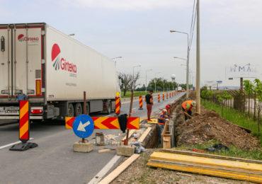 Atentie se lucreaza  pe DN79, langa aeroport! Constructorul realizeaza benzile de acces in incinta Aeroportului Oradea