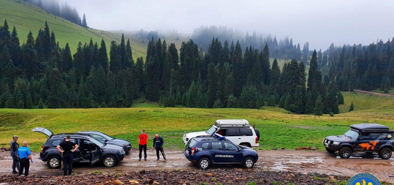 """Jandarmii montani la """"vanatoare"""" de smecheri cu masini de teren, pe pajistile si potecile montane din Parcul Natural Apuseni"""