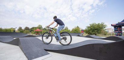 A fost inaugurata azi prima pistă pentru bicicliștii pasionați de pumptrack în Oradea