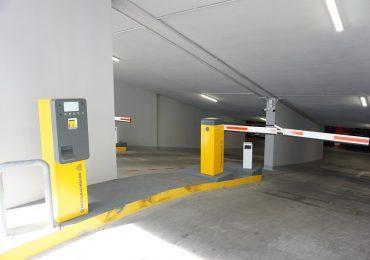 Dupa 3 luni de gratuitate, incepand cu 1 octombrie, parcarea de pe Independentei costa. Ce taxe sunt pe ora si cat costa abonamentele