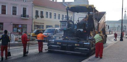 Lucrarile la Piata Ferdinand se apropie de final. Pe strada Patriotilor s-a turnat stratul final de asfalt