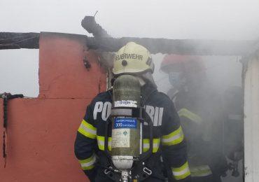 Incendiu puternic, in aceasta dimineata, la o casa de pe strada Livezilor din Oradea