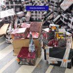 Peste 7.000 de kilograme de petarde, baterii de artificii și rachete, confiscate dintr-un depozit de curierat din Oradea