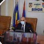 Bolojan: Am convenit cu primarii (din judet – n.r.) sa punem in practica un program de gestionare a cainilor fata stapan. Vezi Regulamentul-cadru privind gestionarea câinilor fără stăpân