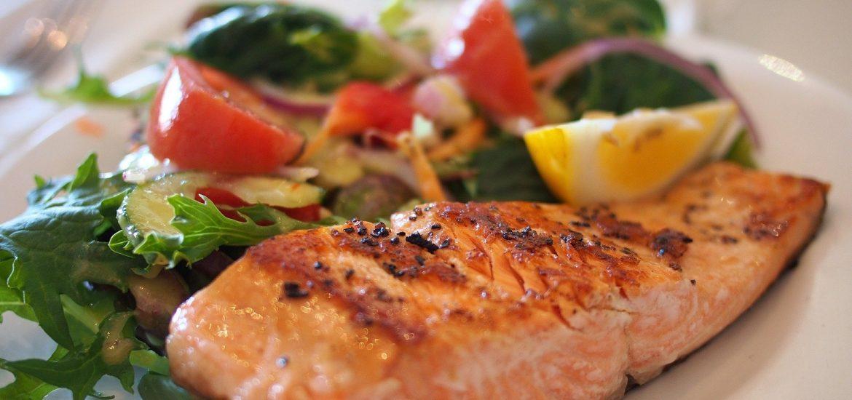 Ce alimente trebuie sa consume bolnavii de Covid-19. Recomandari de la specialisti