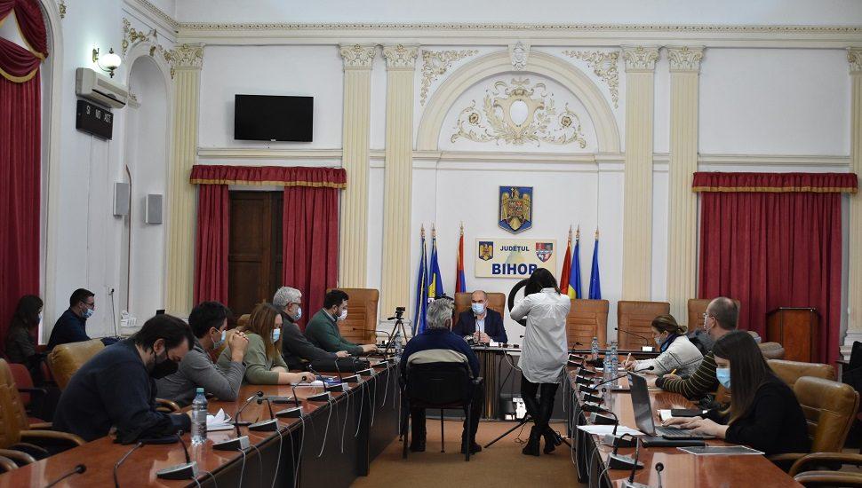Administratie moderna. Bolojan continua externalizarea serviciilor sociale din Bihor