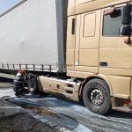 La un pas de dezastru! Un TIR a luat foc intr-o benzinarie din Alesd