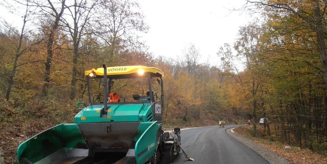 Se reabiliteaza si modernizeaza Drumul Judetean Alesd-Beius, stadiul lucrarilor este deja la 35%