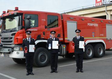 Trei pompieri bihoreni decorati de Presedintele Romaniei pentru eroismul lor