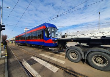 Un nou tramvai Imperio a ajuns la Oradea. Anul acesta vor mai ajunge alte 10 tramvaie realizate la Arad