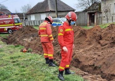 Un bărbat a murit dupa ce a fost surprins de prăbuşirea unui mal de pământ în Tăut, judetul Bihor, in timp ce sapa un sant de 2 metri adancime