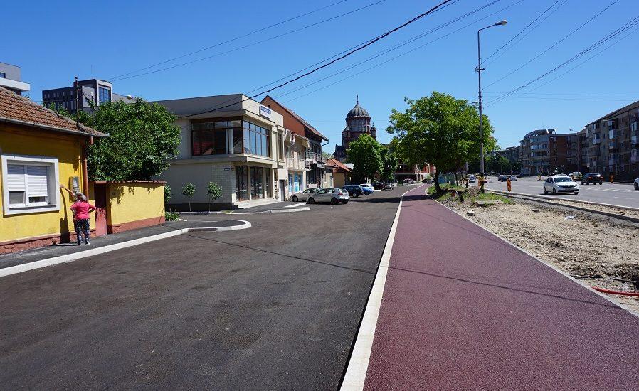 Pista de biciclete din asfalt rosu in Cartierul Nufarul