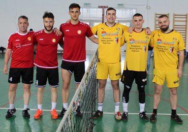 Campionatul României la Tenis cu Piciorul  Superstar Black Hill a furnizat surpriza rundei inaugurale