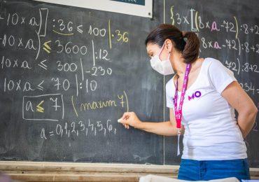 """Matematica de 10"""" se face la Universitatea din Oradea! Peste 150 de elevi din clasele primare vor recapitula materia alaturi de profesoara Roxana Caciora"""