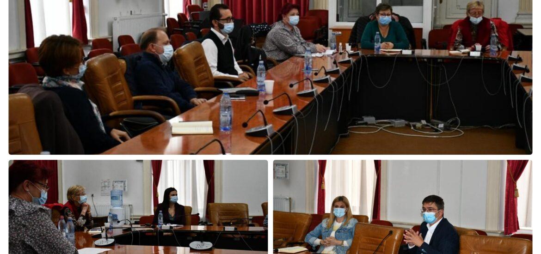 Senatorul Hatos s-a intâlnit cu furnizorii de servicii sociale din județul Bihor pentru a sprijini imbunatatirea cadrului legislativ din acest domeniu