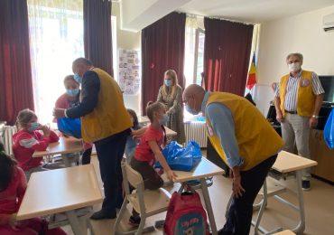 Copiii din centrul de zi Oradea au fost intampinati cu daruri la inceput de an scolar. Anca Grama: toți avem datoria de a ne implica serios în educație, indiferent de vârsta sau ipostaza în care ne aflăm